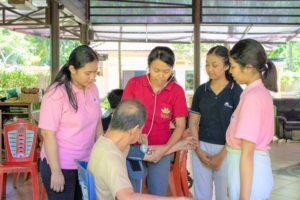 現地老人ホームでの介護研修をはじめました